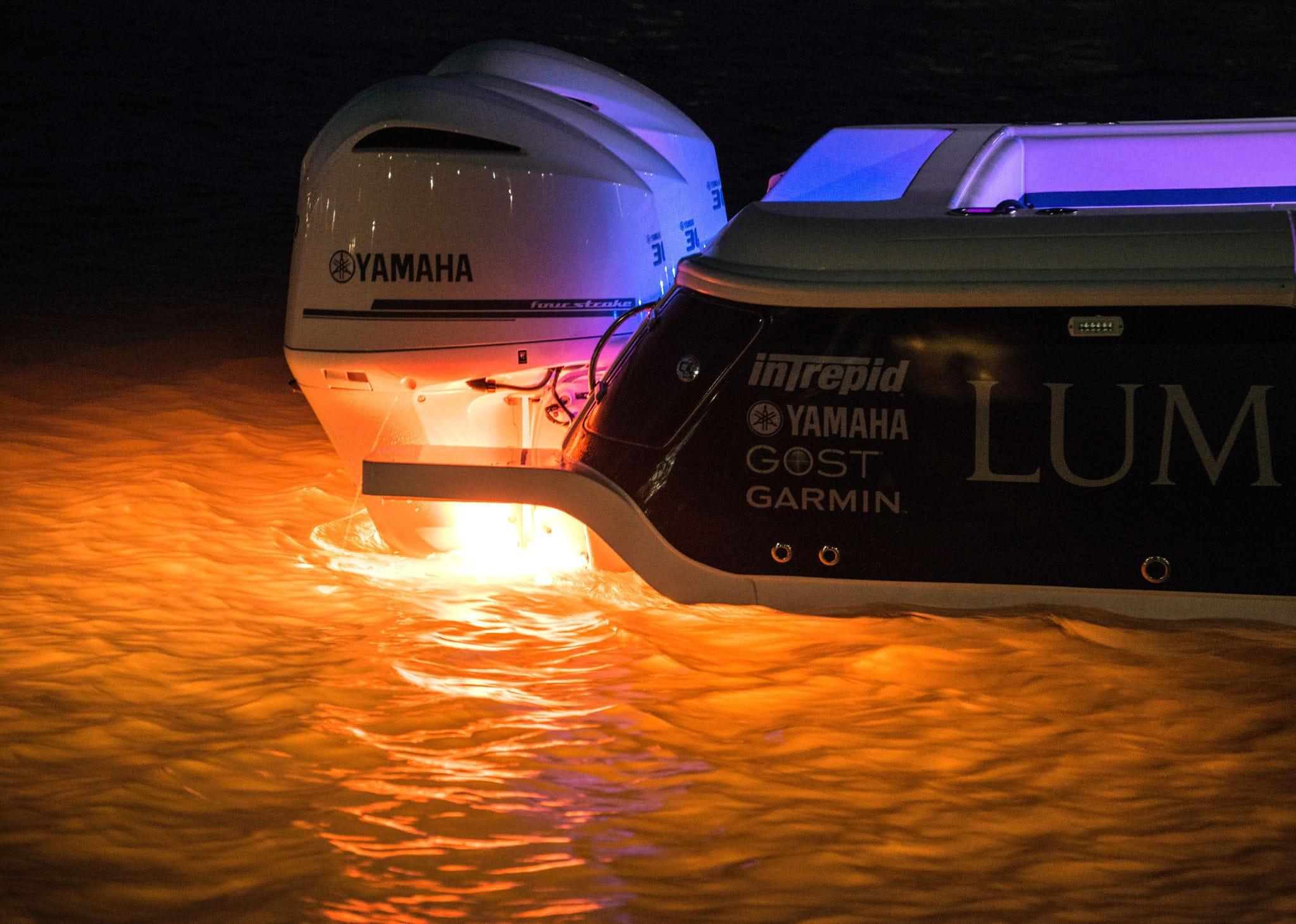 Plafoniere Per Barche : Illuminazione subacquea per barca led montaggio in