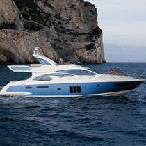 Motor-yacht da crociera / con fly / dislocante / con 4 cabine