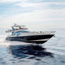 Motor-yacht da crociera / con fly / in fibra carbonio / con scafo planante