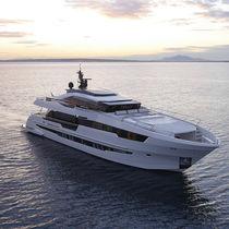 Motor-yacht da crociera / con fly chiuso / GRP / con scafo dislocante
