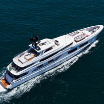 Mega-yacht con cabina di pilotaggio / in acciaio