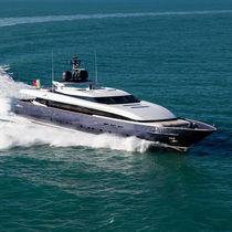 Super-yacht da crociera / raised pilothouse / in alluminio
