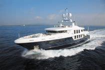Super-yacht da crociera / con cabina di pilotaggio / con scafo dislocante