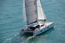 Barca a vela catamarano / da crociera / con poppa aperta