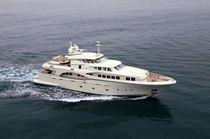Super-yacht di lusso tradizionale / con cabina di pilotaggio / dislocante / su misura