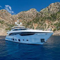 Super-yacht da crociera / con fly / raised pilothouse / dislocante