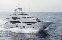 Super-yacht da crociera / raised pilothouse / dislocante / con 5 cabine