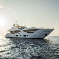 Super-yacht sportivo / con fly / raised pilothouse / con scafo dislocante
