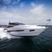 Motor-yacht da crociera / hard-top / con scafo planante / con 4 cabine