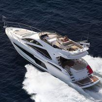 Motor-yacht da crociera / con fly / con scafo planante / con 4 cabine