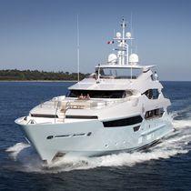 Mega-yacht da crociera / raised pilothouse / con 5 cabine