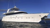 Motor-yacht da crociera / con cabina di pilotaggio / con fly / in alluminio