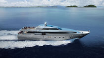 Super-yacht da crociera / con fly chiuso / in alluminio / con scafo planante