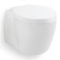 WC marino / con frantumatore / sospeso / in ceramica