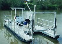 Barca da lavoro fuoribordo / pontoon boat