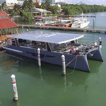 Motor-yacht catamarano / da charter / hard-top