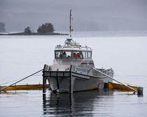 Barca per il recupero di idrocarburi entrobordo