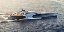 Motor-yacht trimarano a motore / da crociera / raised pilothouse