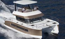 Cabinato catamarano / entrobordo / con fly / con 3 cabine