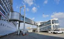 Passerelle per porti / per stazione marittima / telescopiche / a motore