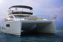 Cabinato catamarano / entrobordo / bimotore / con fly