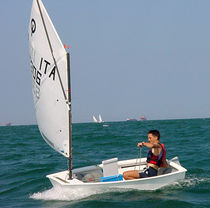 deriva da classe ISAF : OPTIMIST  Nautivela