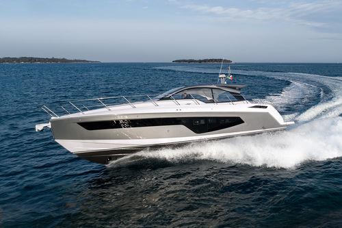 motor-yacht da crociera / hard-top / IPS / GRP