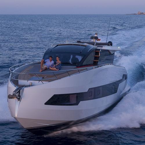 Motor-yacht da crociera / hard-top / IPS POD / GRP 655 Coupe Astondoa