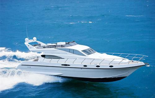 motor-yacht tradizionale / con fly / dislocante