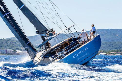 sailing-yacht da regata e crociera / tradizionale / con deck saloon / con 4 o 5 cabine