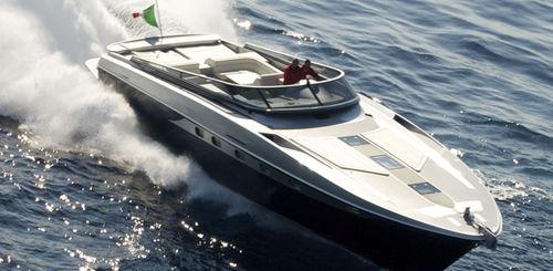 motor-yacht da crociera / open / con scafo planante / con 2 o 3 cabine