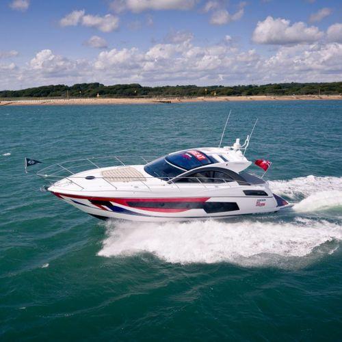 motor-yacht sportivo / hard-top / IPS POD / con scafo planante