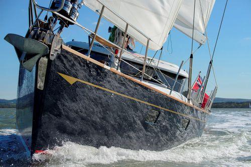 sailing-yacht da crociera / tradizionale / con poppa aperta / con 4 cabine