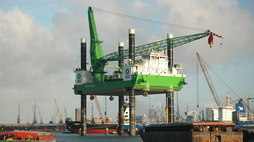 Nave di supporto offshore per parco eolico Self-propelled jack-up Merwede Shipyard