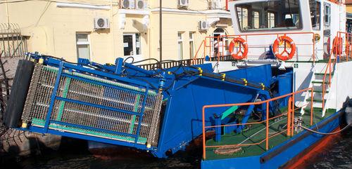 barca anti-inquinamento catamarano / entrobordo