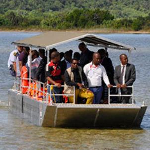 barca per trasporto passeggeri / fuoribordo / in alluminio / jon boat