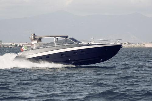 motor-yacht da crociera / open / con scafo planante