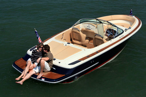 barca a motore : runabout bow-rider entrobordo LAUNCH 22 Chris Craft