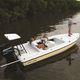 flat boat fuoribordo / con console centrale / da pesca sportiva / 6 posti