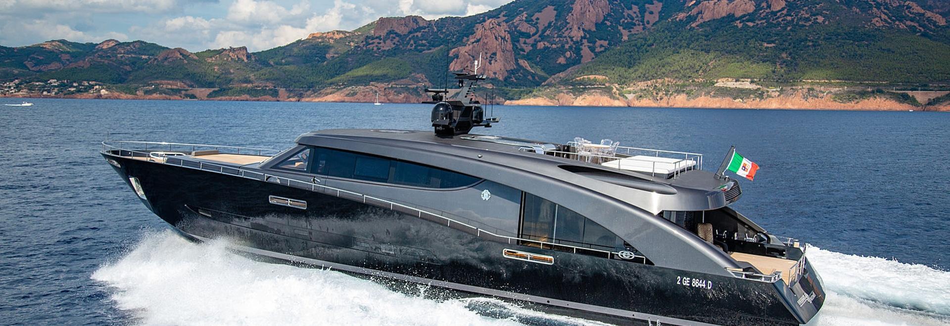 A bordo di libertà dell'yacht dei 28m di Roberto Cavalli