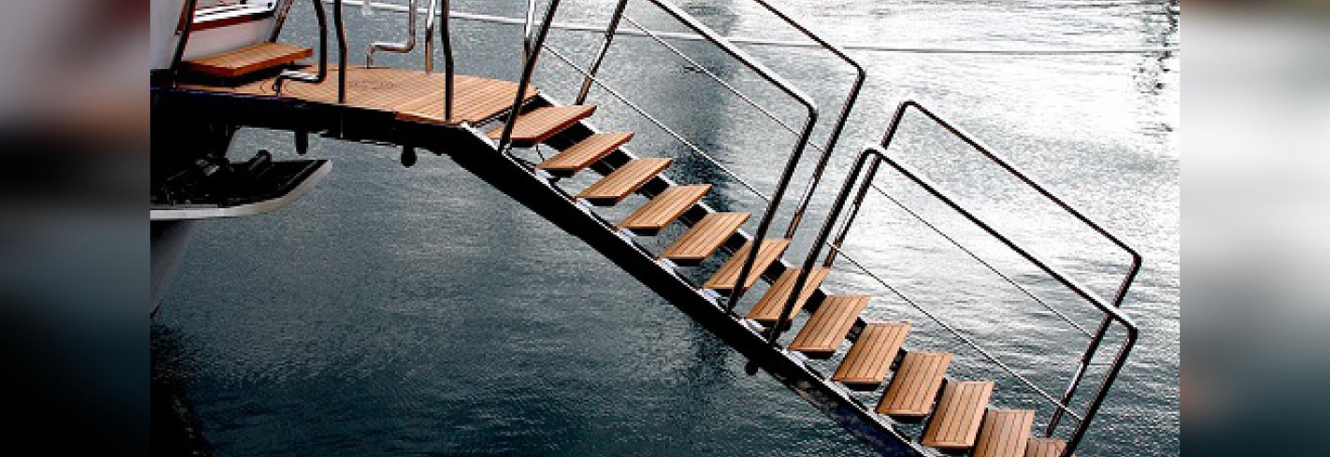 Doppi idraulici lussuosi di questa via di accesso principale come scala di nuotata (cortesia del NV)