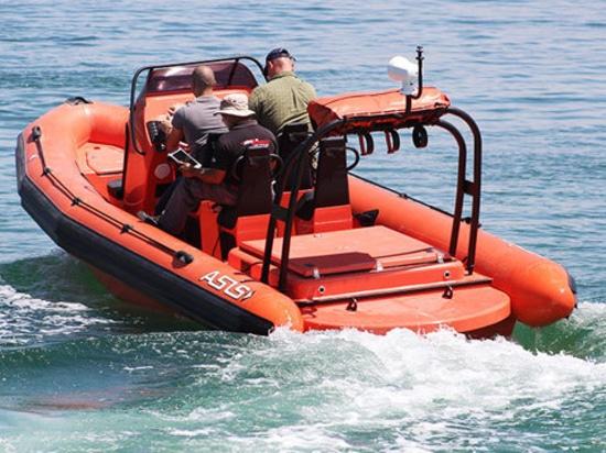 Le barche di ASIS trasporta le nervature a diesel di salvataggio per i giacimenti di petrolio in mare aperto.