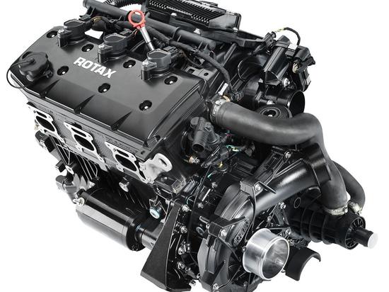 Il Rotax ACE 300 caratterizza uno spostamento di 1,6 litri, la sovralimentazione con una ruota di 32 lame ed il grande refrigeratore. Credito: BRP