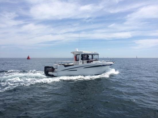 Il porto Quay dell'yacht ha entrato nel mercato azionario della barca