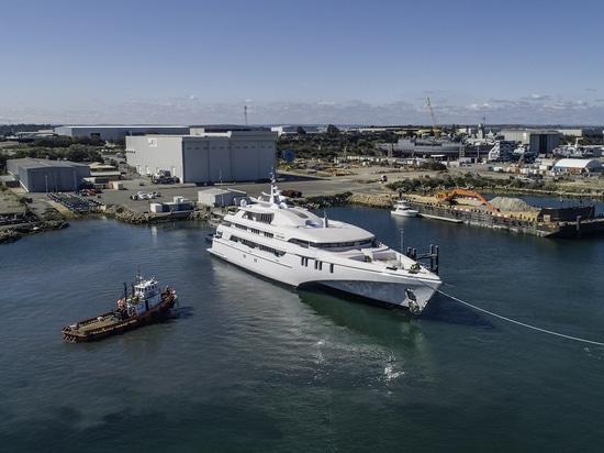 Il più grande coniglio bianco tri sbucciato dell'yacht del mondo ha lanciato