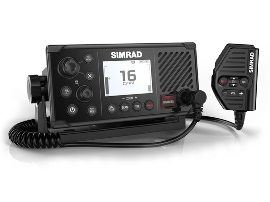 La radio VHF di Simrad RS40 è l'aggiornamento perfetto per le barche di taglia media