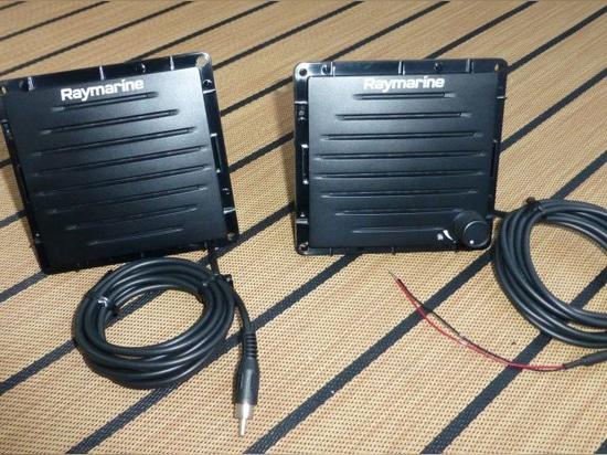 Raymarine Ray90, una radio VHF completa della scatola nera con i microtelefoni e l'audio senza fili di Bluetooth