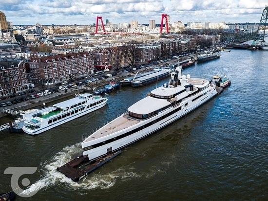 Feadship trasporta signora S di 93m attraverso i Paesi Bassi