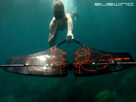 Follia subacquea di SUBWING…