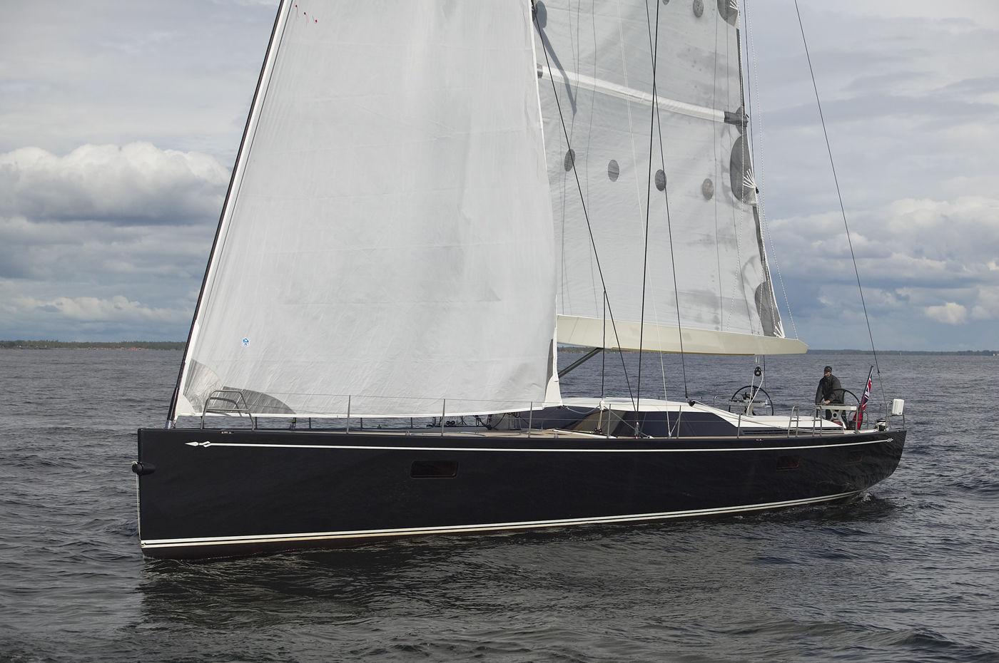 Sailing Yacht Da Regata E Crociera Con Poppa Aperta In Carbonio